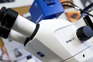 Stereo zoom microscope, trinocular